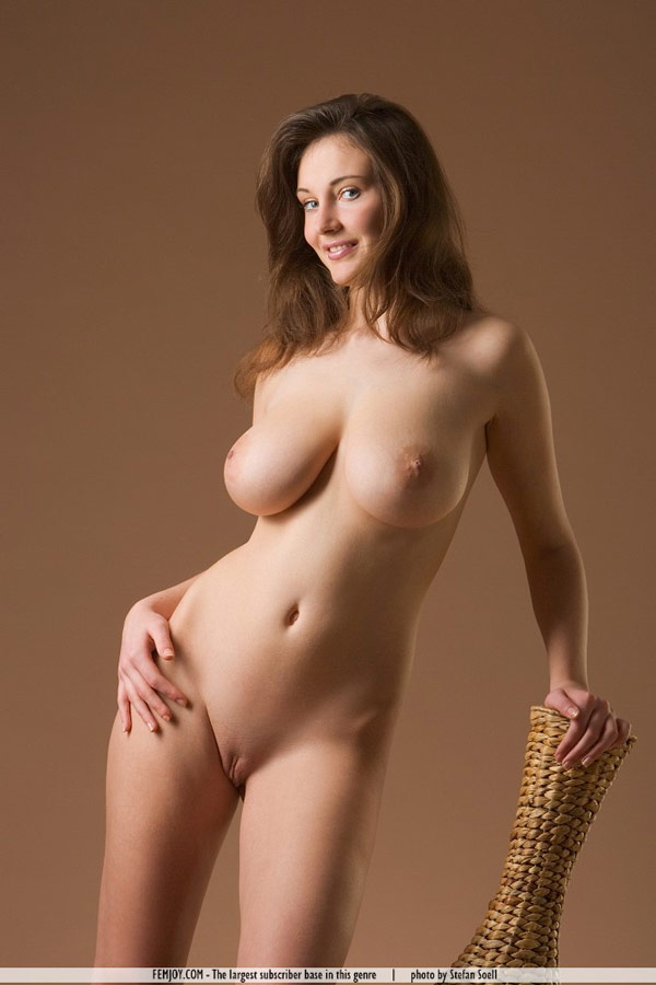 model Natural tits nude